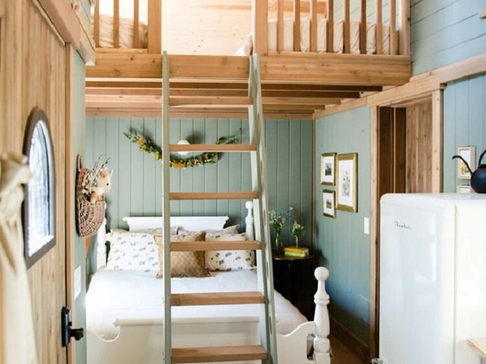 В сказочном домике может отдыхать компания из 4-6 человек. | Фото: lakewinnipesaukee.net.