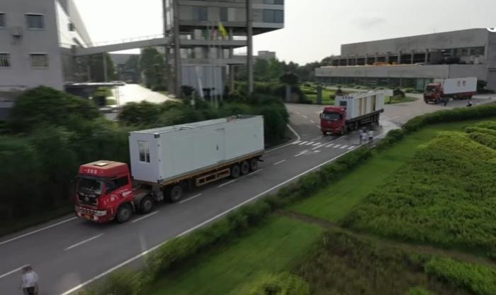 Модули на место стройки доставляются автотранспортом (Чанша, Китай). | Фото: BROAD Group.