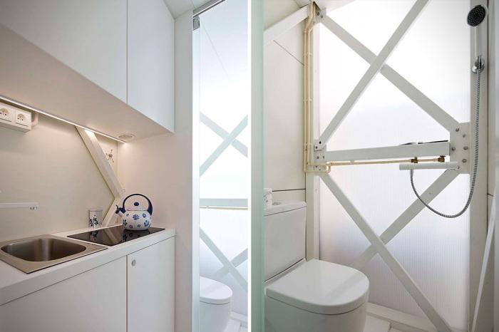 На первом этаже имеется мини-кухня и ванная комната с санузлом (Keret House, Варшава).