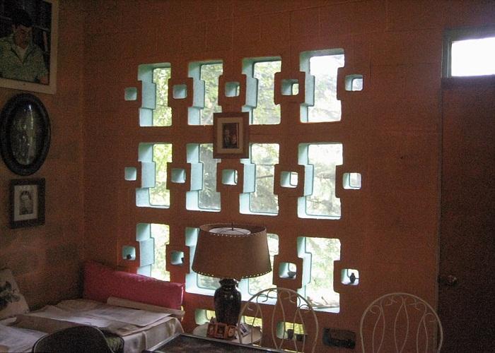 Оригинальное освещение при помощи необычных окон.