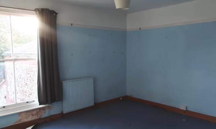 Так выглядела комната до преобразования. | Фото: youtube.com/ LLimWalker.