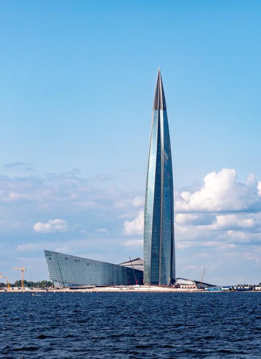 Заканчивается строительство 462 м. небоскреба «Lakhta Center» в Санкт-Петербурге. | Фото: flickr.com.