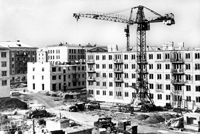 Массовое строительство доступного жилья.