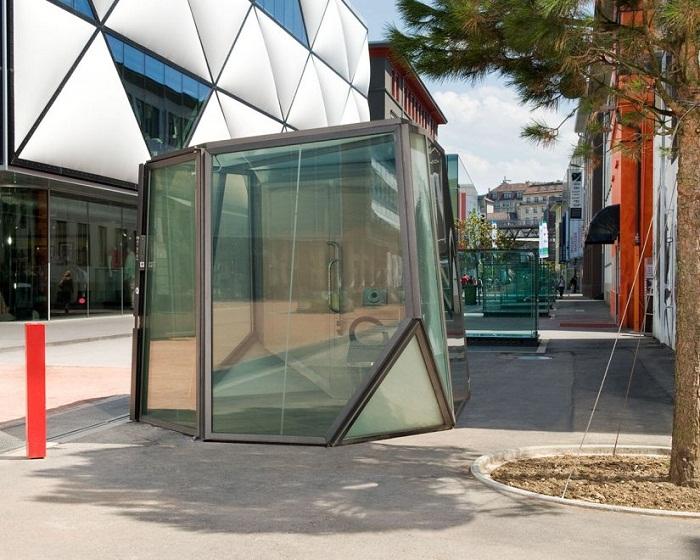 В таком туалете нельзя засыпать, потому что стены сразу же станут прозрачными. (общественный туалет в Лозанне, Швейцария). | Фото: mirum.ru.