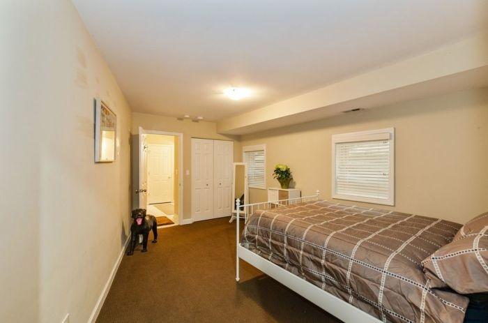 Эта спальная комната может быть и детской, и гостевой («Pie house», Дирфилд). | Фото: realtor.com/ © Alan Berlow.