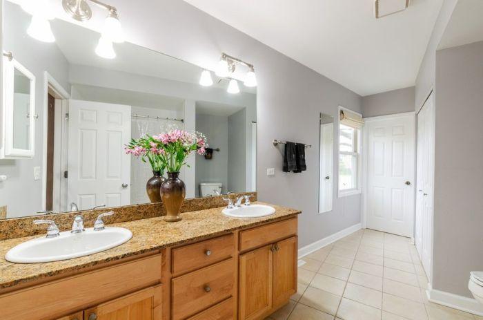 Роскошная ванная комната расположена возле основной спальни («Pie house», Дирфилд). | Фото: realtor.com/ © Alan Berlow.
