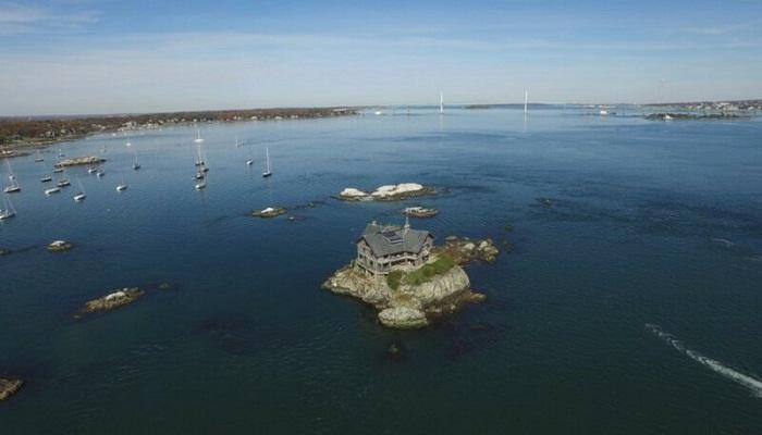 Отдаленность от цивилизации стала главной причиной постройки этого дома (Clingstone House, залив Наррагансетт). | Фото: nevsedoma.com.ua.