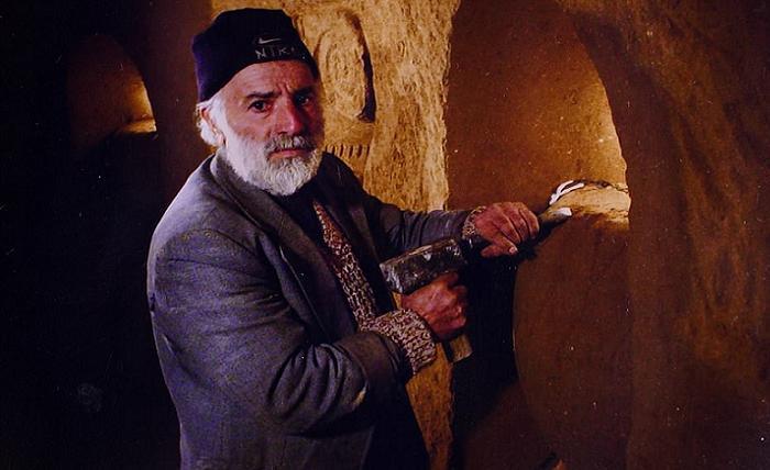 Создатель невероятной пещеры-храма.