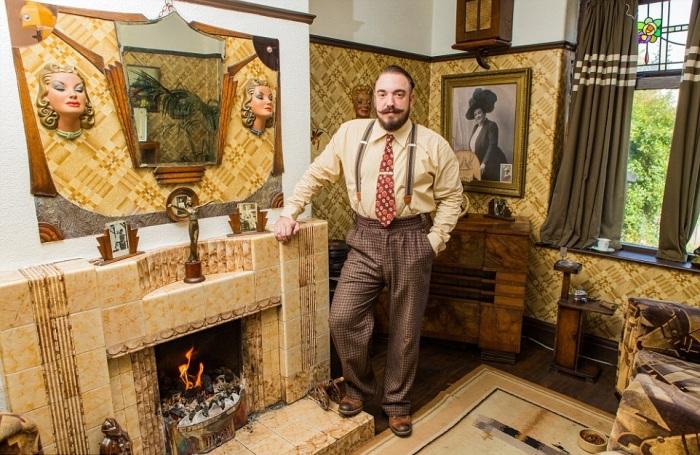 Вся старинная мебель и элементы декора подобраны согласно английскому стилю 30-х годов прошлого века. | Фото: en.mogaznews.com.