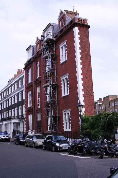 Самый фантастический тонкий дом Англии.