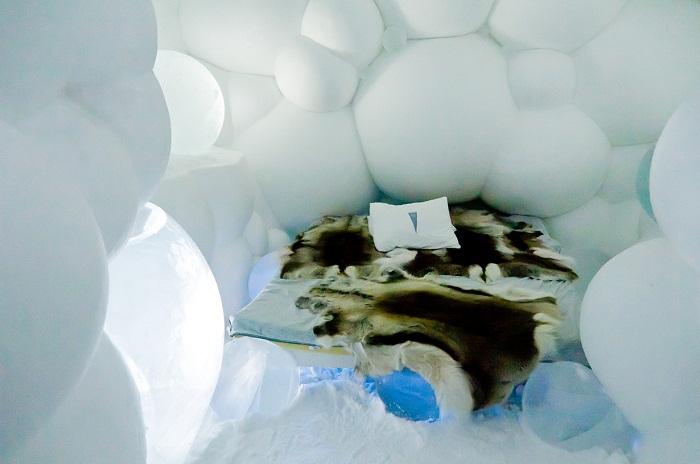 Все фантастические номера отеля вырублены из льда и созданы из снега (Юккасъярви, Швеция).