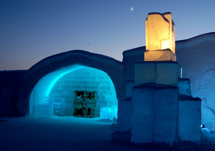 Художники со всего мира создают этот Ледяной отель каждую зиму.