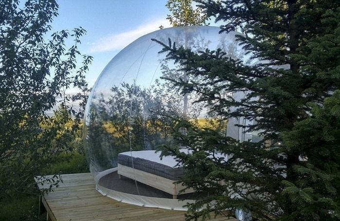 Каждая полусфера установлена на деревянном помосте (The 5 Million Star, Исландия).