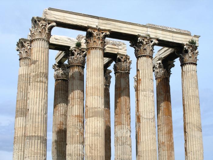 Чтобы Парфенон выглядел более впечатляющим и высоким, колонны к верху заузили. | Фото: connection-people.com.