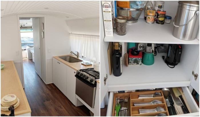 Современная кухня и мини-кладовка в переоборудованном автобусе тоже поместились.