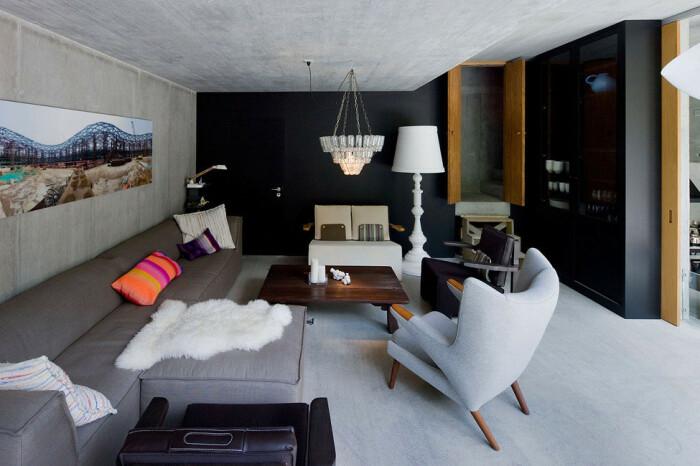 Гостиная встречает желающих отдохнуть в спокойной обстановке домашним уютом и теплом камина (Villa Vals, Швейцария).   Фото: awesomeinventions.com.