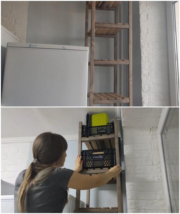 Открытый стеллаж для хранения запасов продуктов сделан из бруса и реек.