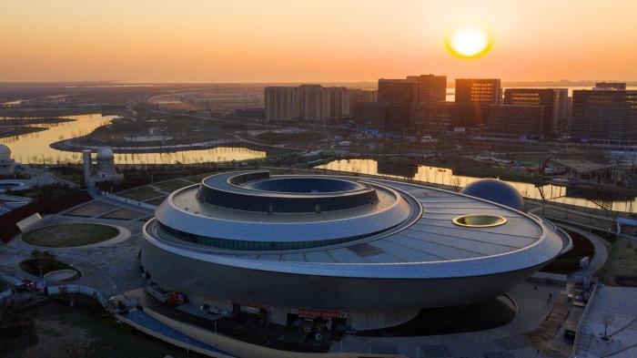 Минимум видимых структурных опор позволяет создавать «парящий» эффект (The Shanghai Astronomy Museum, Китай). | Фото: urbanfamily.thatsmags.com.