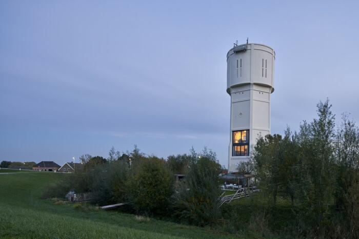 Понадобилось 7 лет на полную реконструкцию старой водонапорной башни (Watertower Nieuw Lekkerland, Нидерланды). | Фото: realt.onliner.by.