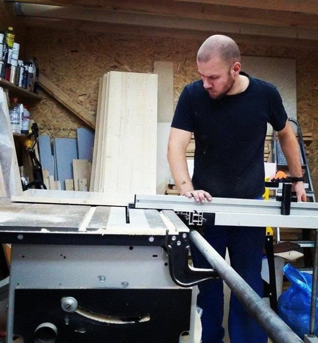 Все подготовительные работы Василий делает в мастерской.  | Фото: facebook.com.