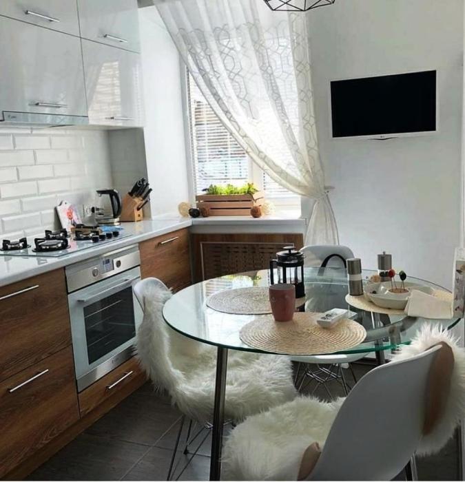 Понадобилось всего лишь 2 месяца, чтобы «убитая» кухня превратилась в стильную комнату. | Фото: nastroy.net.