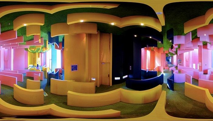 В таких необычных лабиринтах постояльцы пытаются найти путь к самореализации (Reversible-Destiny Lofts, Токио).