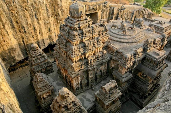 Храм Кайласанатха был вырезан из целого куска базальтовой скалы (комплекс «Пещеры Эллора», Индия). | Фото: bigpicture.ru.