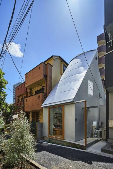 Любой пустующий участок земли становится строительной площадкой в каждом районе Токио («Love2House»). | Фото: archidea.com.ua/ © Koji Fujii Nacasa & Partners Inc.