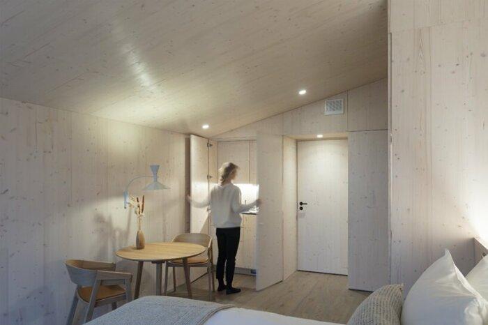 Функциональную кухню спрятали в шкаф (Uni Villas, Финляндия). | Фото: newsontechnology.org.