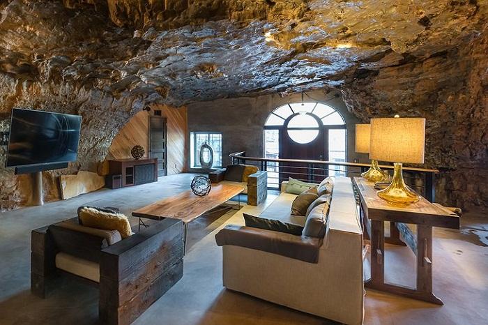 Пещеру превратили в неординарный отель.