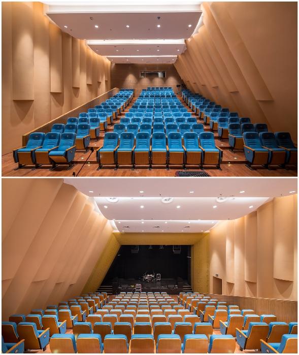 Малый зал театра предназначен для концертов, встреч и мероприятий (Linxia Grand Theater, Китай).