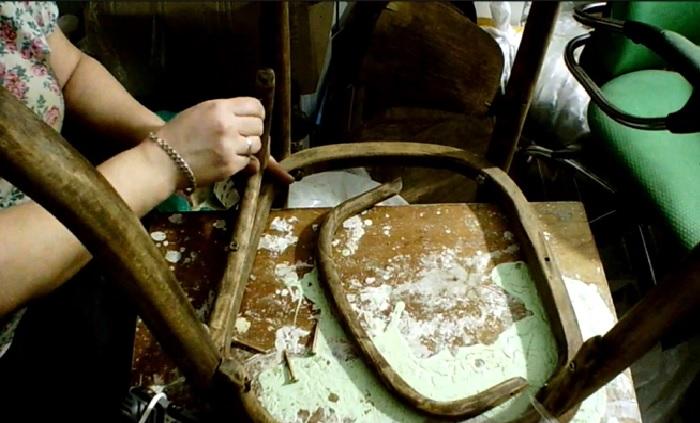 Следующим этапом будет сборка стульев. | Фото: © Bloshkin house.