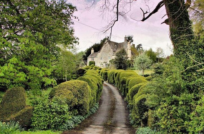 Живописные улочки придают особый колорит самому поселку графства Девоншир.