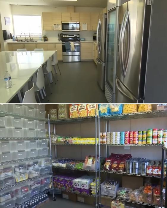 В комплексе есть общая столовая и кухня с заполненными под завязку холодильниками и кладовой («Bridge Housing Community», США). | Фото: lemurov.net.