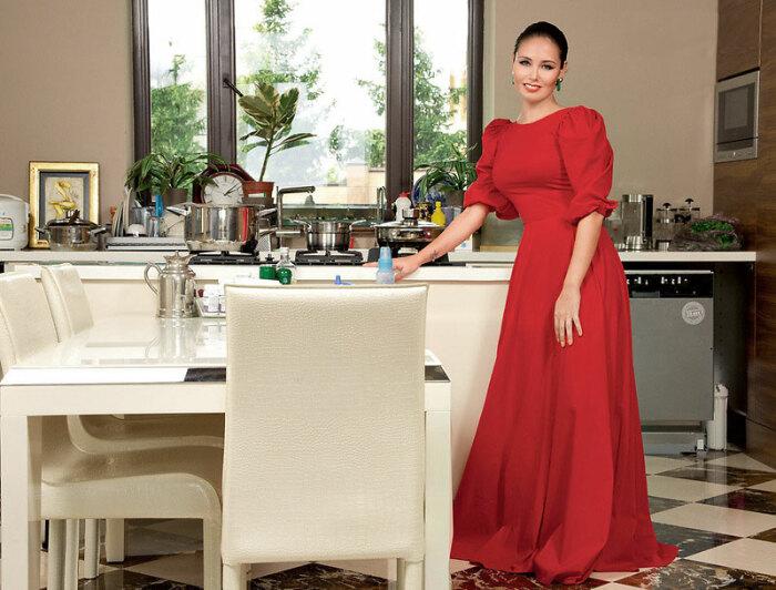 Кухня загородного дома вдохновляет хозяйку на создание кулинарных шедевров. | Фото: muzhyazheny.ru.