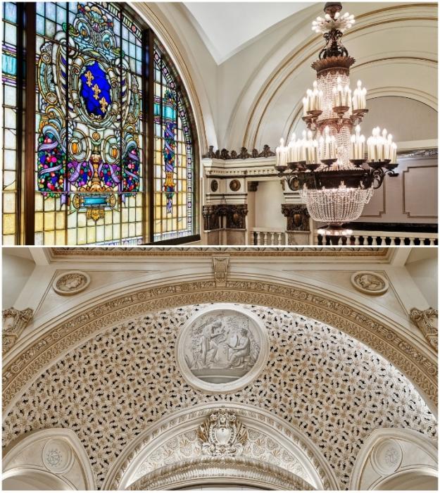Уникальные витражи и ажурная лепнина на арочных сводах были полностью восстановлены талантливыми художниками-реставраторами (Apple Tower, Лос-Анджелес).