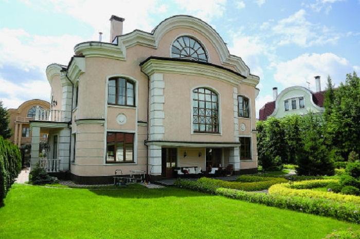 Дом Волочковой площадью 850 кв метров находится в элитном подмосковном поселке.