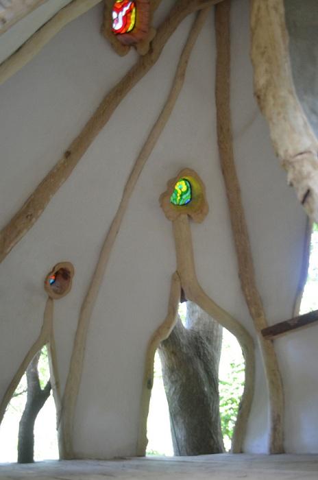 При строительстве дома использовали природные материалы и учли все меры безопасности («Дом дракона», Япония). | Фото: europlan-crete.blogspot.com.