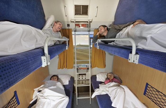 Купе спальных вагонов в поездах дальнего следования (Канада).
