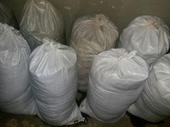 Мешки с землей и глиной – главный строительный материал.