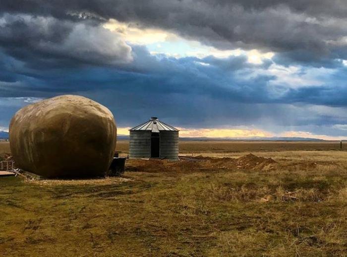 Рядом с отелем внутри картофеля оборудовали спа-салон («Big Idaho Potato Hotel», Айдахо). | Фото: realty.vesti.ru.