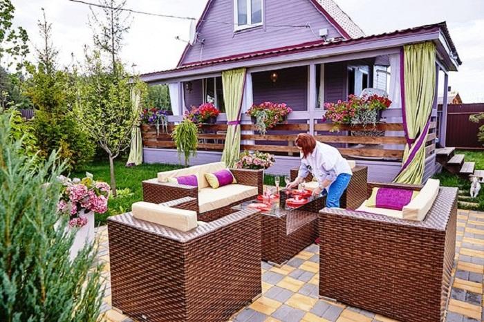 Чтобы контролировать строительство, для Розы Сябитовой построили гостевой домик.