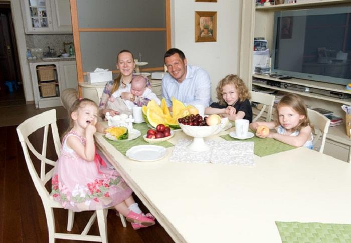 Большая семья Соловьева любит отдыхать вдали от городской суеты.