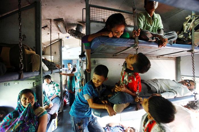 Для путешествующих детей даже такие условия в радость (Индия).