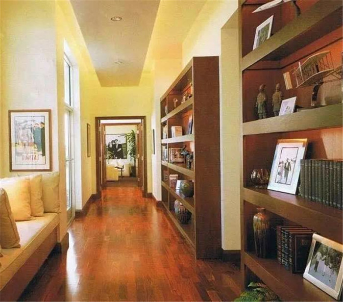 Джон Траволта собрал уникальную коллекцию журналов и раритетных книг. | Фото: 2018.xzdec.com.