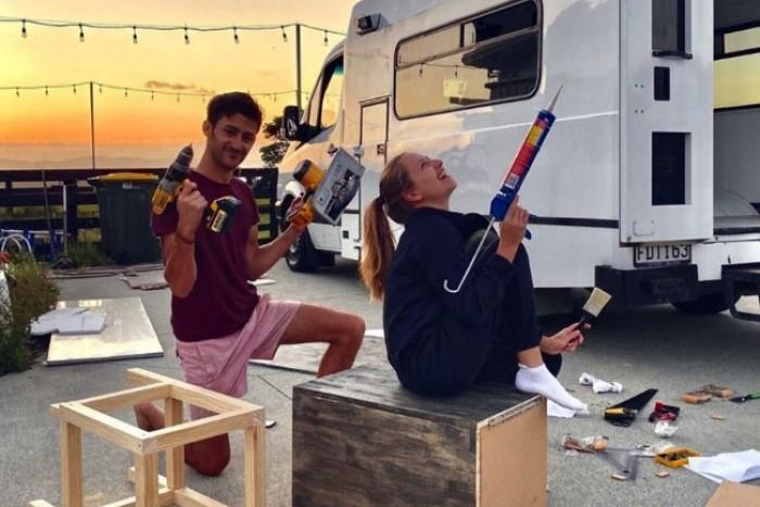 Работы по обустройству дома на колесах Алексис и Флави проводили сами. | Фото: niklife.com.ua.