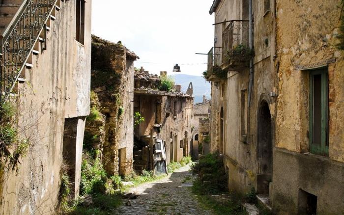Восстанавливая старинные дома нужно полностью сохранить первозданный вид. | Фото: flickr.com.