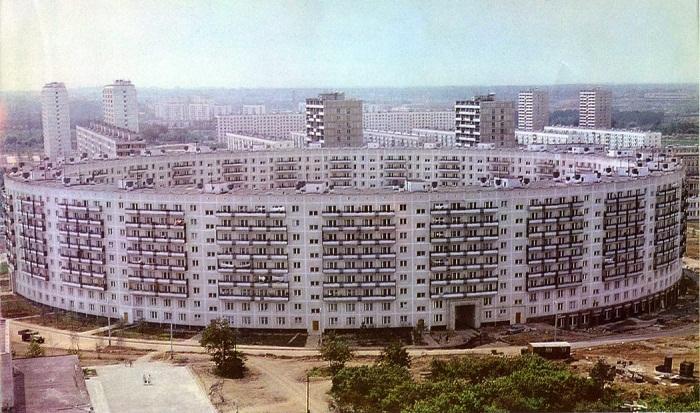 В 1972 году было завершено грандиозное строительство дома необычной формы.
