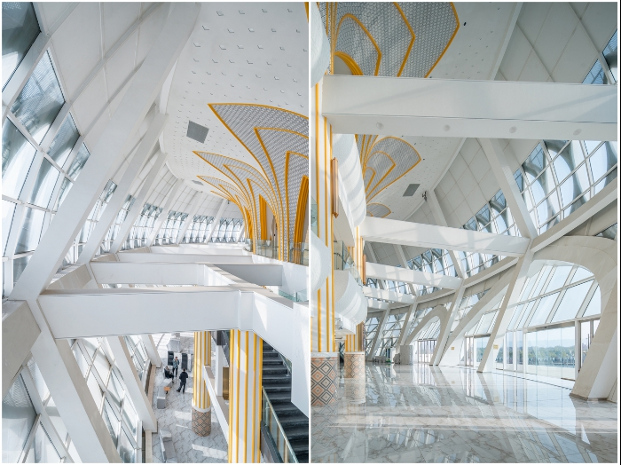 Зоны отдыха и общения, фойе, переходы и галереи расположены на первом этаже (Linxia Grand Theater, Китай).