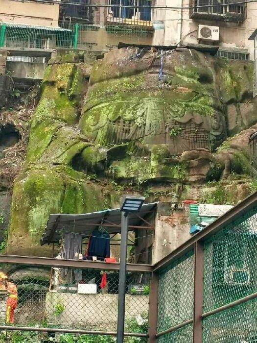 В 80-х годах прошлого века на месте древнего Храма скорбящих кораблей появились многоэтажные дома (Чунцин, Китай). | Фото: news66media.com.